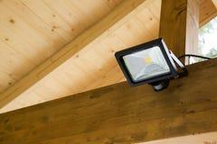Geführter Projektor mit Bewegungs-Sensor Autoparkplatz im im Freien lizenzfreies stockbild