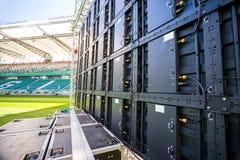 Geführter Schirm installiert auf das Stadion Lizenzfreie Stockfotos