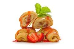 Gefülltes Hörnchen mit Erdbeeremarmelade Stockfotos