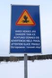 ` Gefahr! Dünnes Eis ` Zeichen auf verschiedenen Sprachen Lizenzfreie Stockfotografie