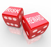 Gefahr und Belohnung - Wörter auf Würfeln lizenzfreie abbildung