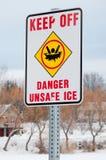 Gefahr verdünnen Eis Stockfoto