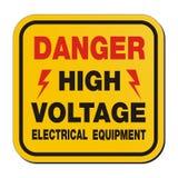 Gefahrenhochspannungselektrogeräte - gelbes Zeichen Stockbilder