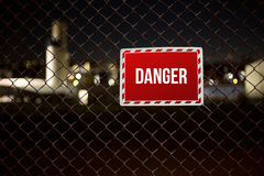 Gefahrenwarnzeichen auf einem Privateigentum Lizenzfreie Stockbilder