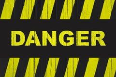 Gefahrenwarnzeichen mit den gelben und schwarzen Streifen Stockbild