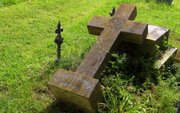 Gefallenes Kreuz stockfoto