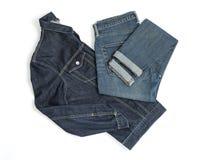 Gefaltete Denimjacke und -jeans lizenzfreies stockfoto