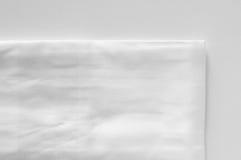Gefaltete gebügelte weiße Stoffserviette Lizenzfreie Stockbilder