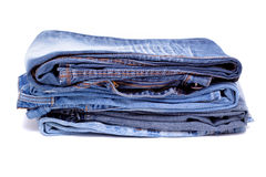 Gefaltete Hosen des blauen Baumwollstoffs Stockbild