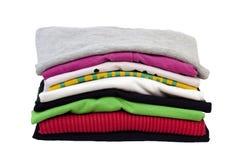 Gefaltete Kleidung getrennt auf Weiß Lizenzfreies Stockfoto