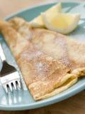Gefaltete Pfannkuchen mit Zitrone und Zucker Lizenzfreies Stockbild
