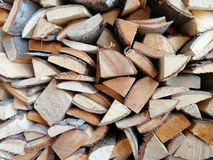 Gefalteter bestellter Brennholzklotzhintergrund stockbilder