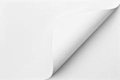 Gefaltetes Blatt Papier mit gekräuselter Ecke Stockfotos