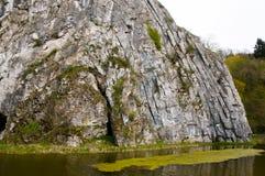 Gefaltetes sedimentäres stein- Durbuy - Belgien lizenzfreies stockfoto