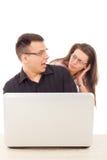 Gefangen genau im Moment des Liebesbetrugs, der über dem Internet betrügt Stockfotografie
