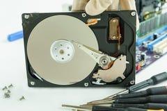 Geöffnetes Festplattenlaufwerk für Wiederaufnahmedatenspeicherung Lizenzfreie Stockfotografie
