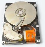 Geöffnetes gebrochenes Festplattenlaufwerk von der Frontseite Lizenzfreie Stockfotografie