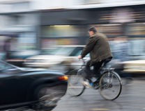 Gefährliche Stadtverkehrssituation Lizenzfreie Stockfotos