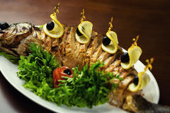 Gefilter Fisch, gefilter Fisch auf der Plattennahaufnahme Köstliches angefüllt Stockfotografie