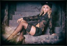 Gefiltertes Foto attraktiver blonder Dame Stockfotos