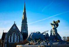 Gefion Fountain voor de St Alban Kerk in Kopenhagen, Denemarken stock afbeelding