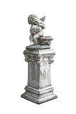 Geflügelte Engelsstatue lokalisiert auf weißem Hintergrund Stockfotografie