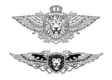 Geflügelter brüllender Lion Shield Insignias Stockfotos