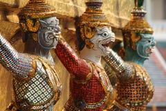 Geformte Dämonzahl auf den Außenwänden des Tempels Emerald Buddhas, Bangkok, Thailand Lizenzfreie Stockfotos