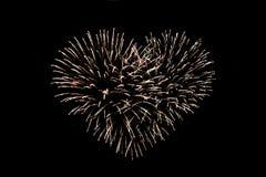 Geformte Feuerwerke des Herzens nachts Lizenzfreie Stockbilder