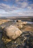 Geformte Flusssteine des Winds auf Yorkshire-Heidemoor Lizenzfreies Stockfoto