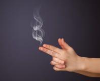 Geformte Frauenhand des Gewehrs Lizenzfreies Stockbild
