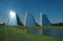 Geformte Gebäude der Pyramide Lizenzfreies Stockfoto