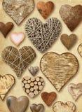Geformte Sachen des Herzens auf Weinlesepapier Stockfotografie