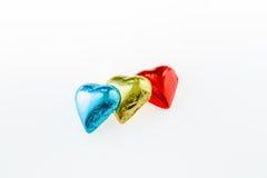 Geformte Schokolade des Herzens in der Folie lizenzfreies stockbild