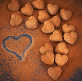 Geformte Schokoladentrüffeln des Herzens Stockbild
