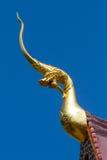 Geformte Skulptur traditionellen Nord-Thailand-Art Naga lizenzfreie stockbilder