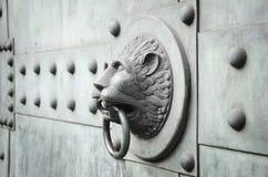 Geformter Türklopfer des Löwes horizontal Lizenzfreie Stockfotografie