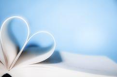 Geformtes Buch des Herzens stockfotografie