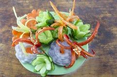 Geformtes Gemüse der Blume auf einem Holztisch Stockbilder