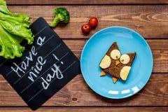 Geformtes Sandwich des Kinderfrühstücks Eule haben einen schönen Tag Lizenzfreie Stockfotos