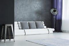 Geformtes Sofa der Rohre Stockbilder