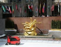 Gefrieren Sie die Erneuerung an der Eisbahn in Rockefeller-Mitte in Midtown Manhattan Lizenzfreies Stockfoto