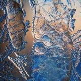 Gefrieren Sie Muster auf Winter Glas im Frost bei Sonnenuntergang Eis-Muster auf Glas werden im Makro geschossen Eis-Muster auf G Lizenzfreies Stockfoto