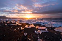 Gefriert auf dem Strand bei Jokulsarlon in Südost-Island Lizenzfreie Stockfotografie