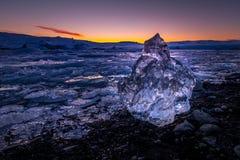 Gefriert auf dem Strand bei Jokulsarlon in Südost-Island Stockbild