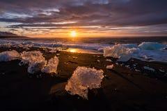 Gefriert auf dem Strand bei Jokulsarlon in Südost-Island Lizenzfreie Stockfotos