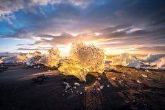 Gefriert auf dem Strand bei Jokulsarlon in Südost-Island Stockfoto