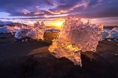 Gefriert auf dem Strand bei Jokulsarlon in Südost-Island Lizenzfreies Stockfoto