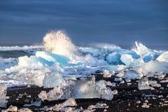 Gefriert auf dem Strand bei Jokulsarlon in Südost-Island Stockfotografie