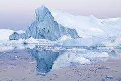 Gefriert und Eisberge von Polarregionen von Erde Lizenzfreie Stockfotos